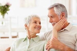 Retraité Heureux d'avoir revisé leur assurance vie